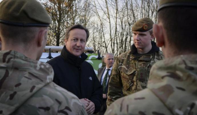 Reino Unido permitirá a mujeres combatir en primera línea militar a partir de 2016
