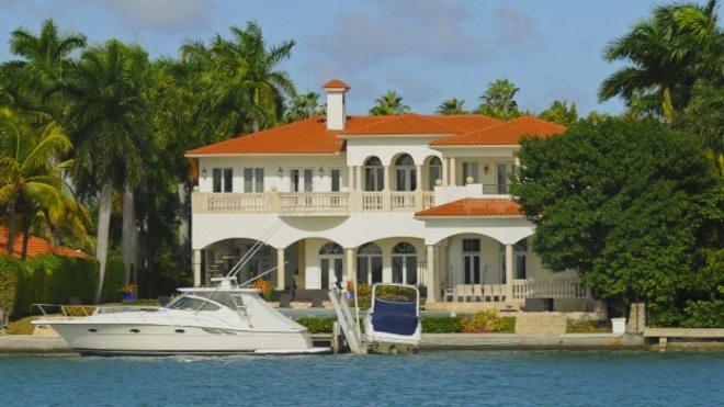 Por qué Washington tiene en la mira a los latinoamericanos que compran mansiones en efectivo en Miami