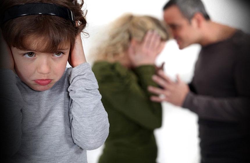 La violencia contra la mujer puede provenir de padres e hijos