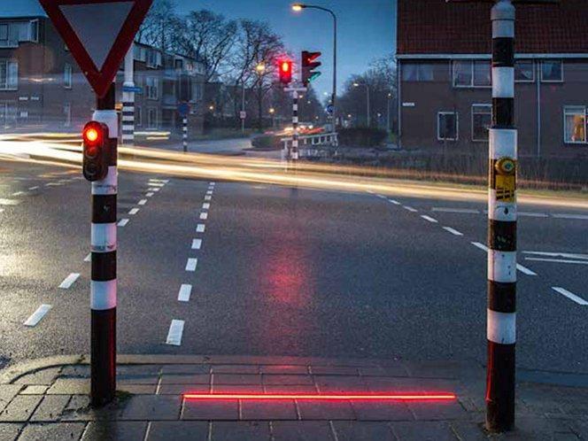 Semáforos en el suelo para los adictos al celular
